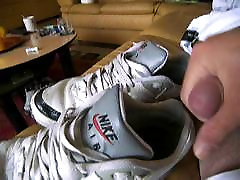Nike Classic BW get cummed