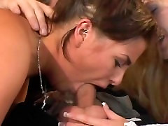 Nevesta,ženin in služkinja čast, pridružite se za nekaj seks