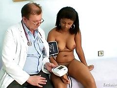 Manuela black pussy gyno speculum keistą egzaminą