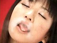 אסיה נשיקות, ליקוק