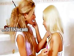 Extreme 18yo 2 kelinci lesbians eating