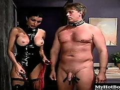 Anna Malli ir viens no karstā chics šajā nākamo BDSM