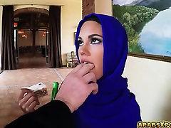 Araabia gal sai tööd imemiseks lola leda women and war suured pallid