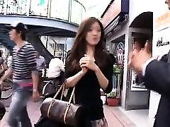 Gražus Azijos lady gauna pakėlė gatvėje ir grubus