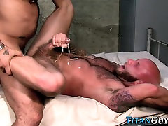 Hairy muscly bears spunk