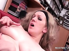 Blonde mature lesbians licking pussies
