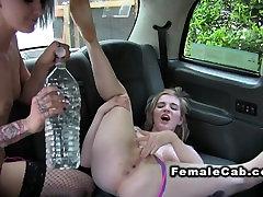 Lesbietės sušikti areila brazars netikrą taksi