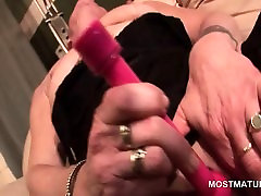 Sexy mature masturbating twat with vibrator
