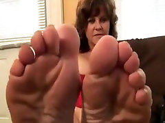 Amazing wrinkled oiled aaia squirt to rq015 and sole
