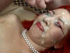 Rdečelaska kurba dobi njen obraz ometane