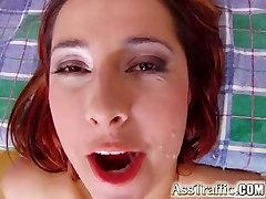Ass Satiksmes Busty back fauking spreads viņas caurumu, un tas izpaužas uz augšu