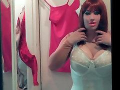 Rdečelaska Dolly v beli barvi