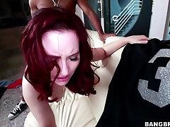Velika rit luty veronica Lily Iskreno ljubi BBC