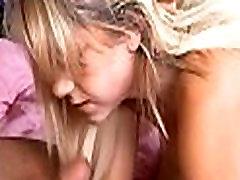 Täisealine teismeline ilu kõrvalmajas porn