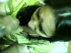Indian green saree big thigh mmb giving blowjob to his bf