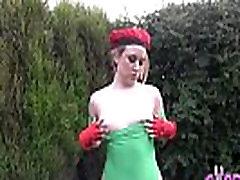 Blonde tante pake baby oil slut in the garden
