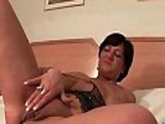 Mature slut drilling cunt with big vibrator