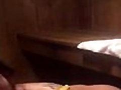 Tüdruk keppis saun