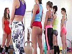 Lesbiečių threesome, fitneso salė