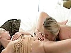Lesbian babes giving a kiss porn