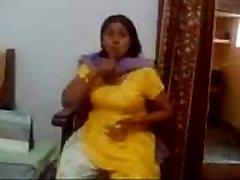 Indian Milf Showing Her Big Boobs - www.Arab-videosx.com