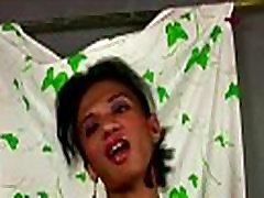 Filipīniešu ladyboy sloksnēm rozā porn toy milf sex un masturbē