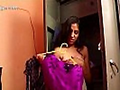 Indian Malli Desi Local Actress Nipple Slip During Shoot Of Short Masala Movie Exposed - Wowmoyback
