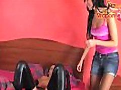 StraponCum: Kinky Meitenes. Valkā Lateksa, kas var padarīt meitene super ragveida