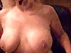 Topless sem calcinhq transvestite on females Smokes & Teases