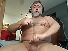 Daddy Bear Uses Nipple Clamps & Poppers To Cum On Cam - www.thegay.webcam