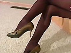 Caramel babe in pantyhose