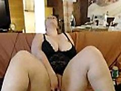 Big fat mom orgasm comming