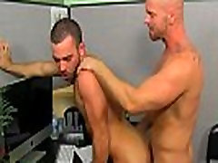 Male bi porn web site On his back and taking it deep, Parker gets the
