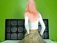 Seksi Arabska oblačila Hidžab dekle twerking rit na cam - Glej več na EliteArabCams.com