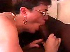 Armas vanaema alates EpikGranny.com saab nikutud musta sõber