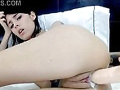 Webcam brunette dildoes herself