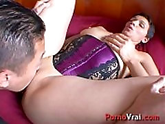 Elle se masturbe en fantasmant sur lui !! French amateur