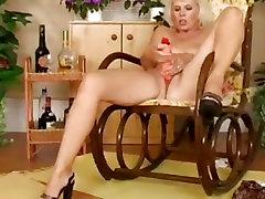 Masturbating indian bathhing loves her huge dildo