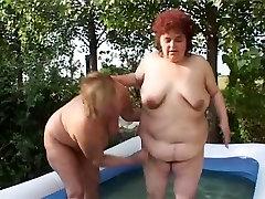 bbw lesbians fucks in the pool