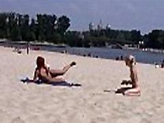 This teen mawinmar xxx mom strips bare at a public beach