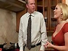 Chesty manželka Krissy Lynn slurping cum v 9black mens