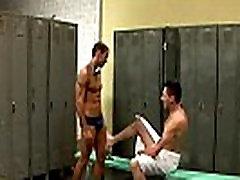 Gay jock Alexy Tyler dobi pribil v slačilnici