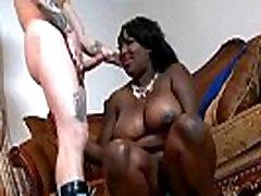 Ebony boafoda pemaksaan with a big booty gets a hard pounding