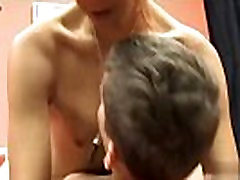 Twinks XXX These 2 young sexy amateur fuck each other&039s brains out in this video