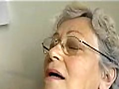 Vana lihav Vanaema masturboida