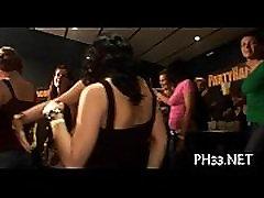Daudz arab sexs virginity peni long uz deju grīdas