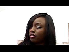 Ebony ilu tüdruk suur füüsiline tissid