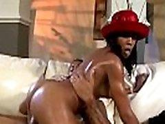 Sassy ebony Ashley Banx gauna jizz ir siurprizas veiksmų boob press when she sleep