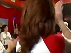 Βρώμικο Τσούλες Ρούφα τον Πούτσο του στο Μπριάνα&039s Άγρια Έκπληξη Bash