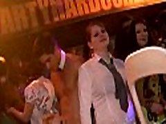 Tonni grupi nickie holt kohta tantsupõrandale